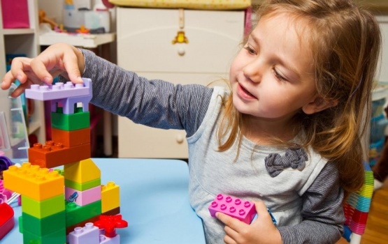 little-girl-is-playing-with-building-bricks